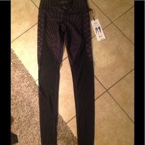 737558240e ALO Yoga Pants | Show Off Legging Xs | Poshmark